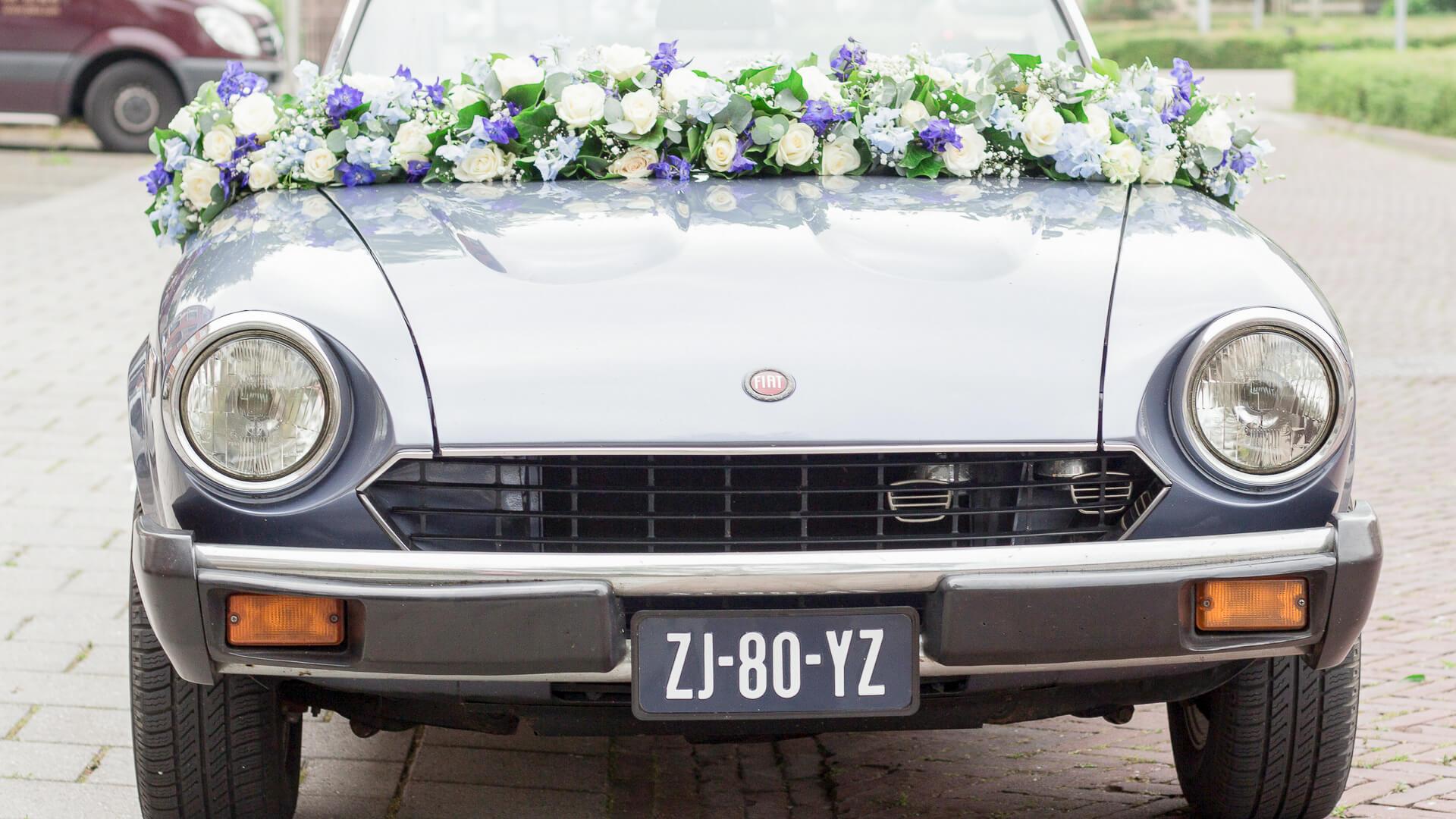 regio Groningen lijn 10, bruidswerk, trouwen, autoversiering, fotografie zuidhorn, styling, bloemen auto, autoslinger, boeket voor op de auto, auto guirlande, Zuidhorn, Lijn 10