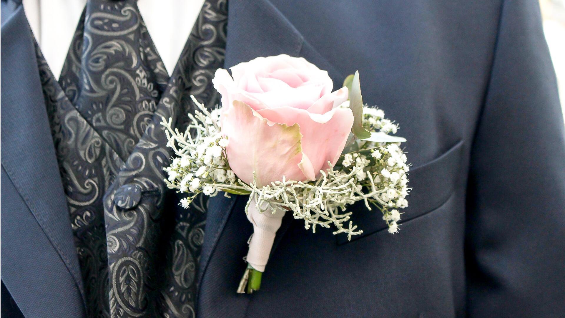 Regio Groningen, bruidswerk, Lijn 10, zuidhorn, fotograaf zuidhorn, fotografie zuidhorn, trouwen, corsage, lint, lijn 10, zuidhorn