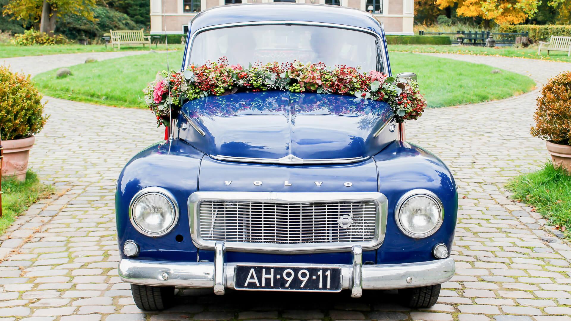 Autostyling lijn 10, bruidswerk, trouwen, autoversiering, fotografie zuidhorn, styling, bloemen auto, autoslinger, boeket voor op de auto, auto guirlande, Zuidhorn, Lijn 10