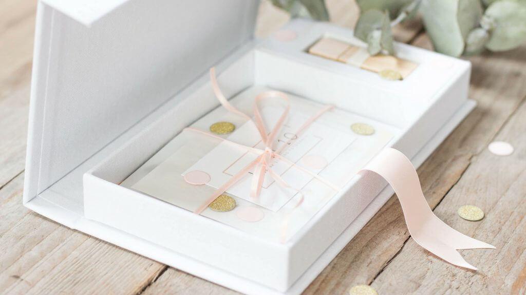 Wedding usb box, lijn 10, wedding, trouwen, Fotografie, foto, bewaren, wit linnen usb box, usb bewaren, houten usb, Lijn 10, Zuidhorn, fotografie